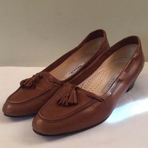 Bally leather loafers brown size 8AA